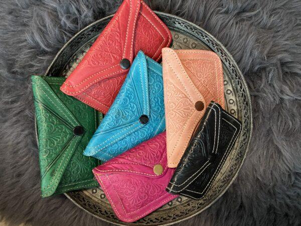 Verschillende kleuren portemonnees